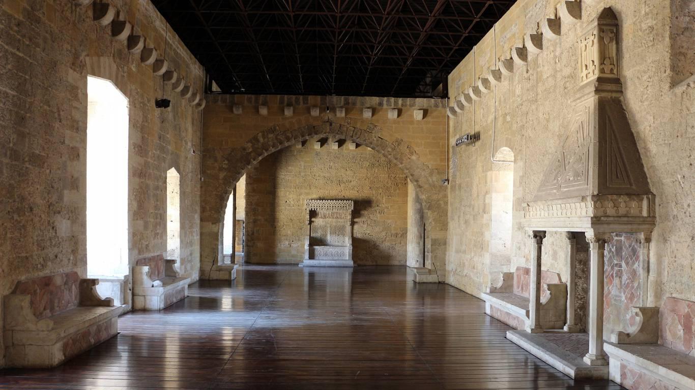residence-zodiacus-bari-castello-normanno-svevo